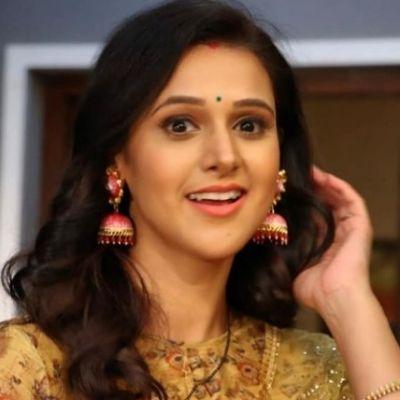 Astha Agarwal as Nidhi Tripathi